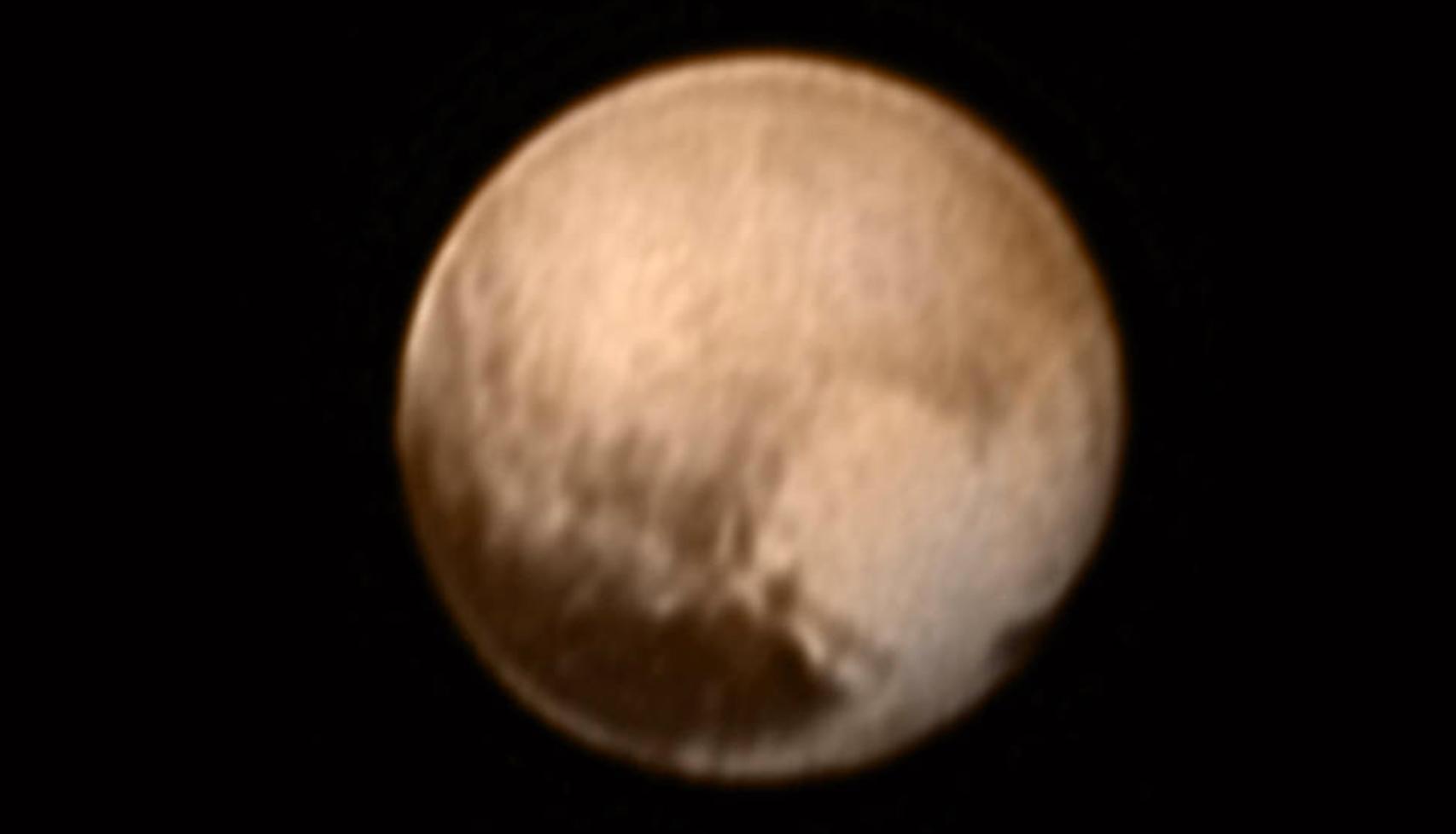 Pierwsze kolorowe zdjęcie Plutona opublikowane kilka dni temu przez NASA.